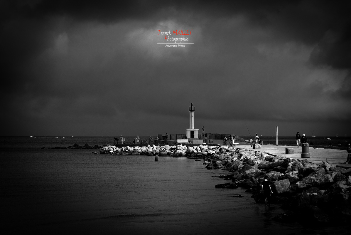 photo phare noir et blanc
