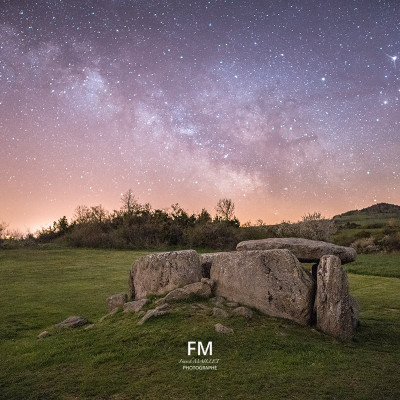 Dolmen de la grotte | Cournols | © www.franckmaillet.com