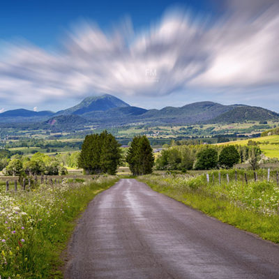 panorama-puy-de-dome-ete-vert-bleu