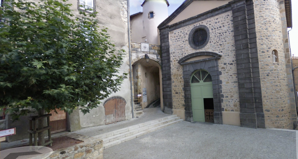Passage de la rue des forts à Veyre Monton pour se rendre à l'exposition de la maison du patrimoine.   Capture d'écran google maps.
